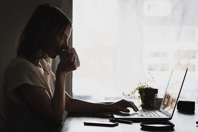 women working remotely